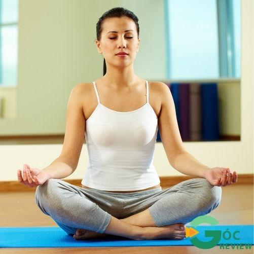 giam-can-sau-sinh-bang-Yoga